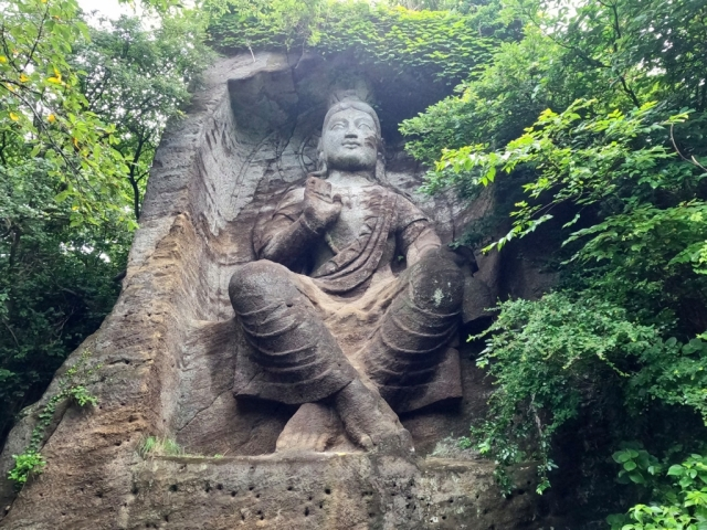 This beautiful mountaintop Buddha carving in Japan is much newer than it looks【Photos】
