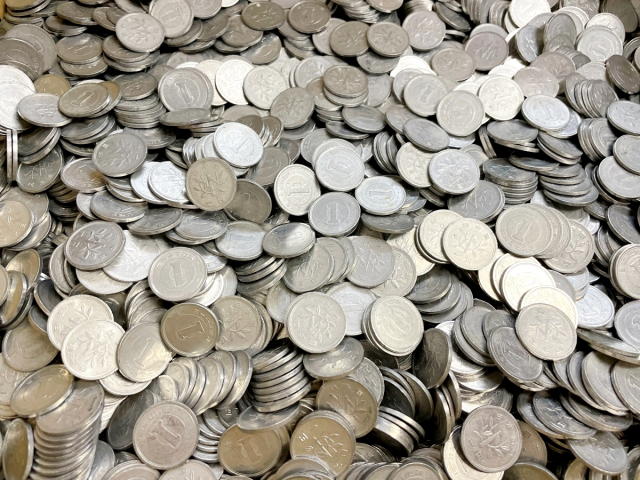 How many rare coins are in our pile of 100,000 one-yen coins?