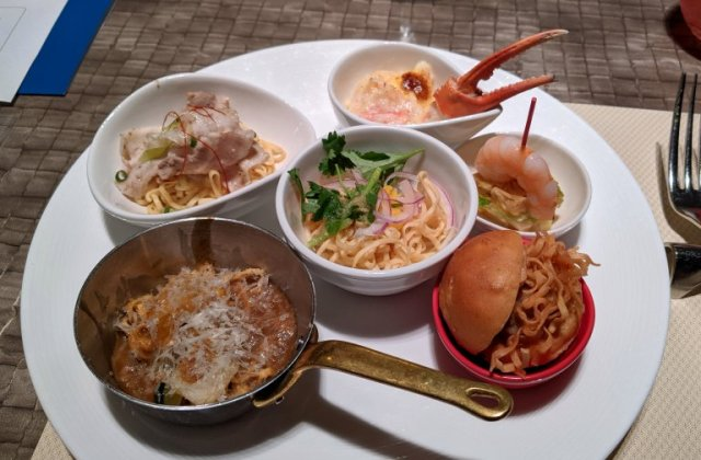 We try a Tokyo luxury hotel's fancy Cup Noodle buffet items, eat best curry noodles of our lives