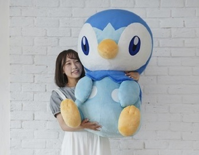 Crazy huge Pokémon Piplup plushie is even bigger than its canon game/anime size【Photos】