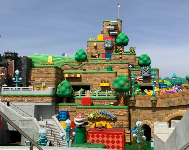 Goombas defeated at Universal Studios Super Nintendo World — Animatronics fall off Mario mountain