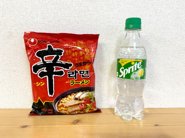 We try a viral Chinese TikTok recipe for spicy ramen using Sprite soda in the broth【SoraKitchen】
