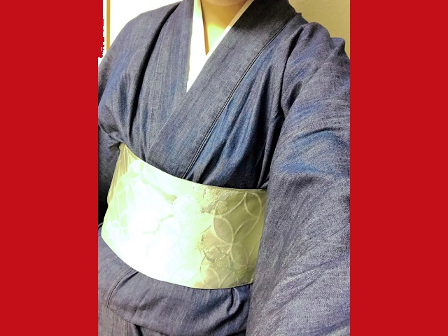 Does a denim kimono look or feel good? Our kimono neophyte reporter finds out【Photos】