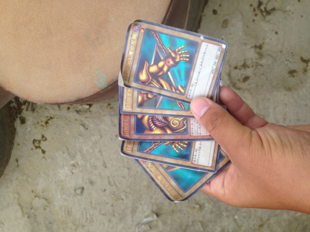 Real-life heart of the cards? Amazing Yu-Gi-Oh! hand floats up to man in Japanese river【Pics】