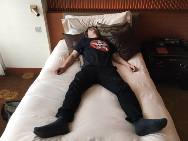 Survey shows that many Japanese business people's sleep patterns have changed since teleworking