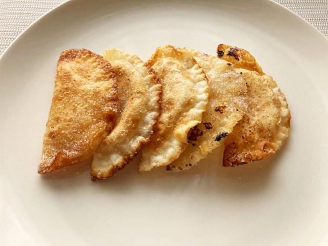 We made pan-fried and baked mini apple pies using gyoza dumpling wrappers【SoraKitchen】