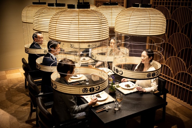 Tokyo restaurant's bright idea: Lantern pods for you to sit in while you eat【Photos】