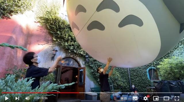 Giant flying Totoro balloon appears at Tokyo's Ghibli Museum【Video】
