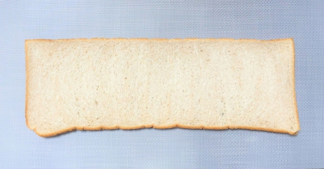 We try out a revolutionary product: long, looooong Japanese sandwich bread【Taste Test】